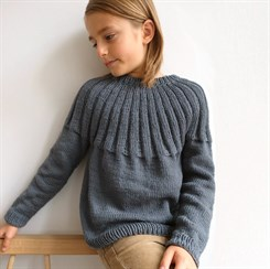 Haralds Sweater Junior - strikkeopskrift fra PetiteKnit i str. 9 - 14 år