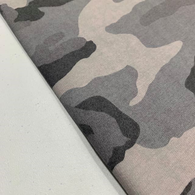 isoli med camouflage print