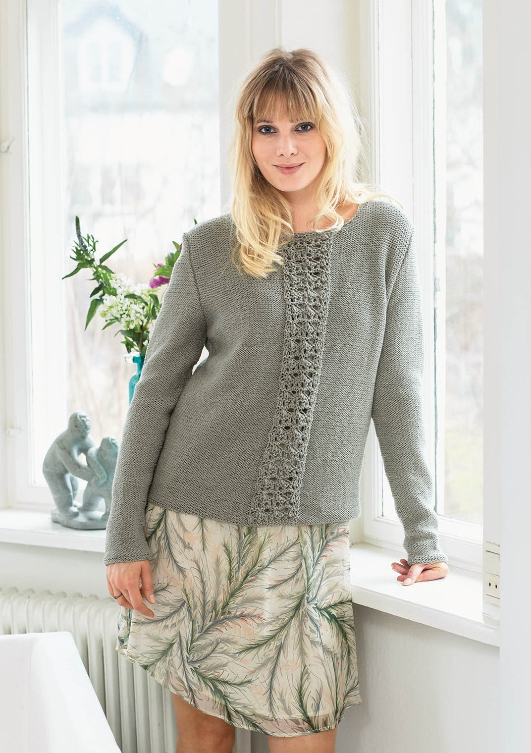 Sandnes strikkehæfte 1706 - model 13 Lacegenser (sweater)