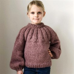 Sunday Sweater Junior - strikkeopskrift fra PetiteKnit