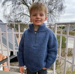 Zipper Sweater Junior - strikkeopskrift fra PetiteKnit