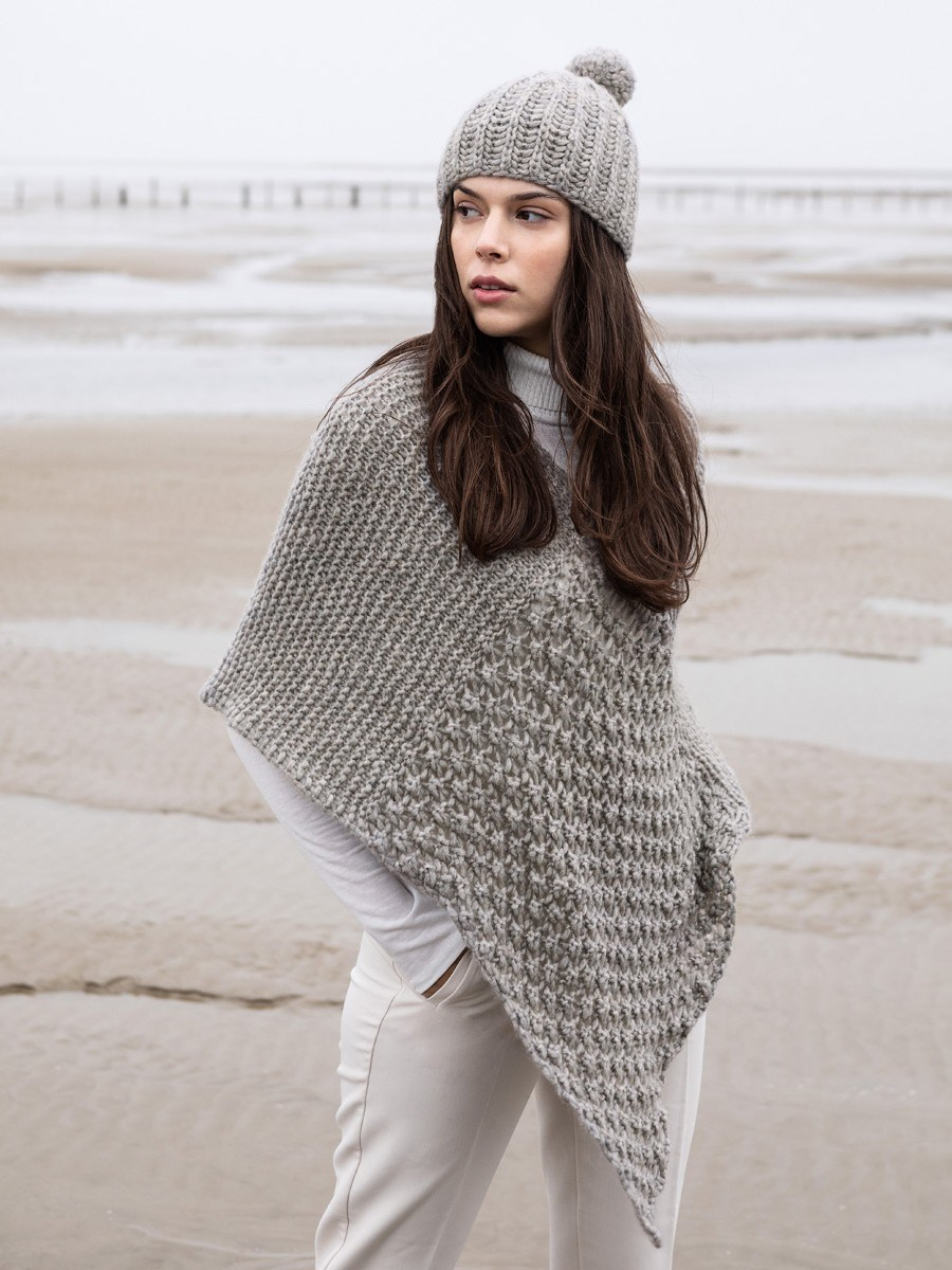 LookBook nr. 7 model 3a Poncho